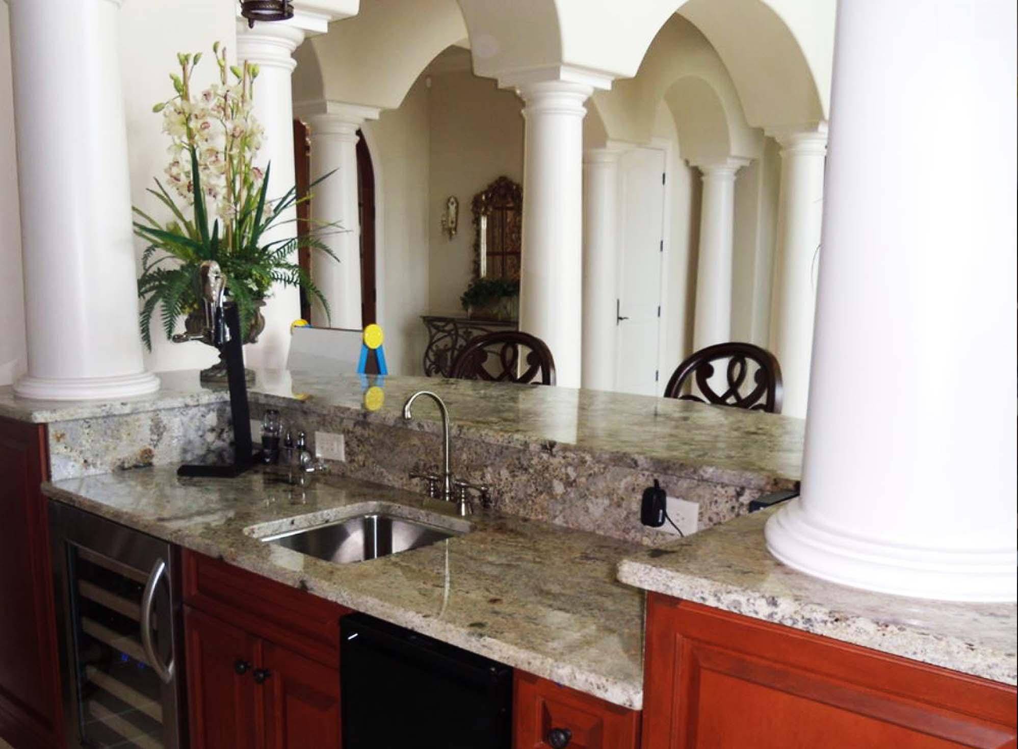 granite-countertops-backsplash-outside-kitchen1
